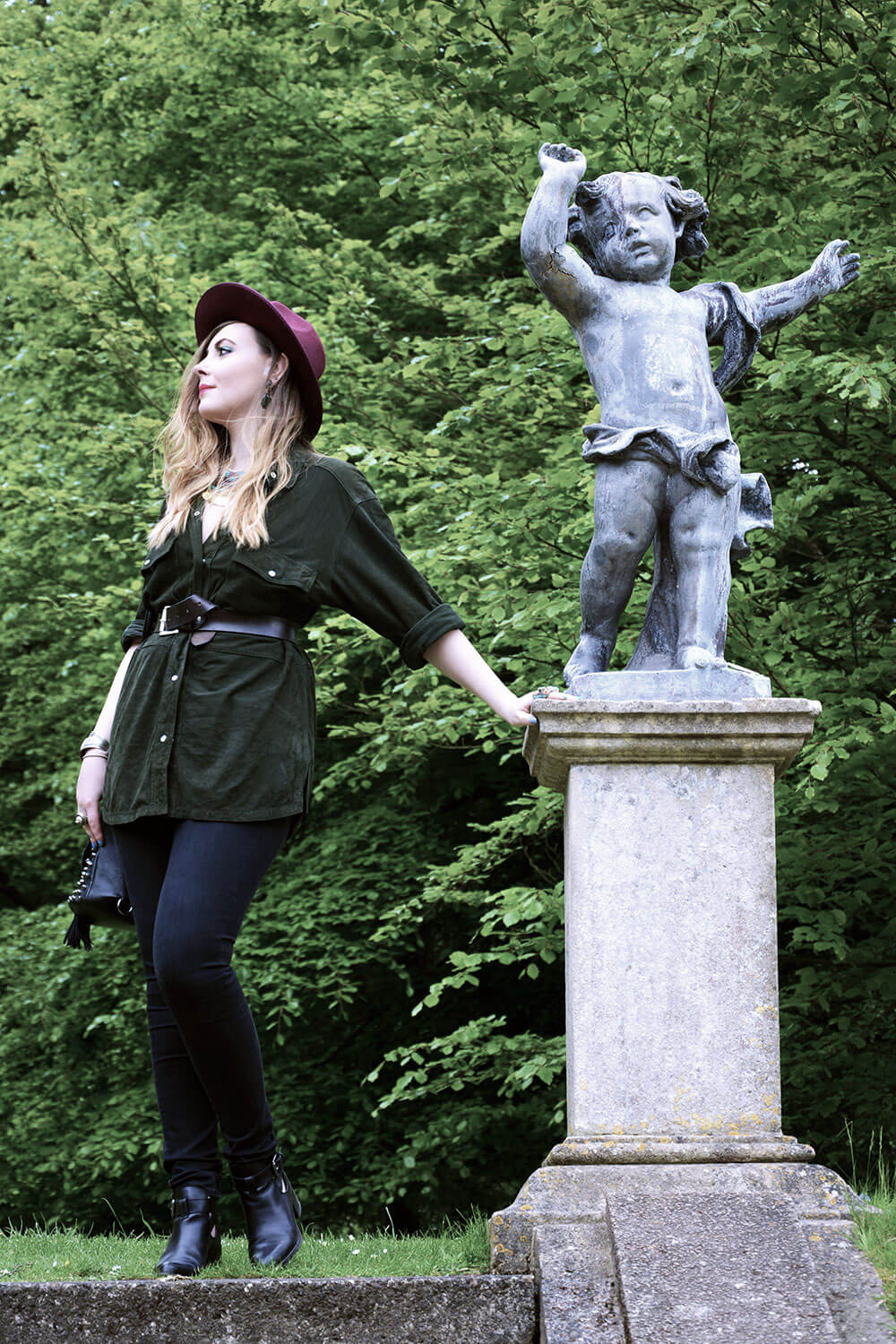 Edita-in-Vintage-shirt,-Boohoo-hat,-HM-jeans-and-Clarks-shoes-1