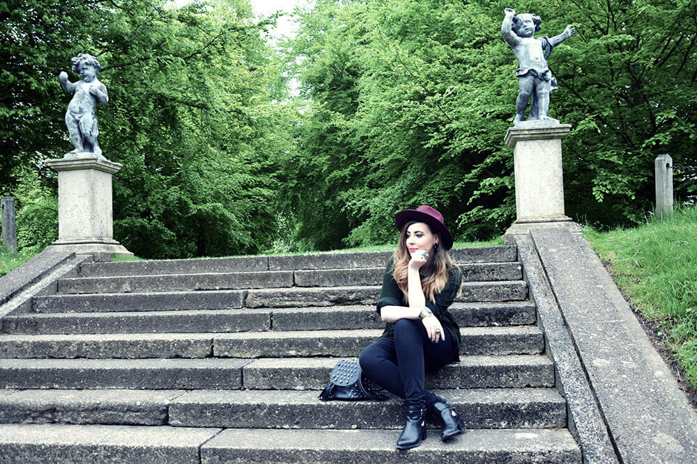 Edita-in-Vintage-shirt,-Boohoo-hat,-HM-jeans-and-Clarks-shoes