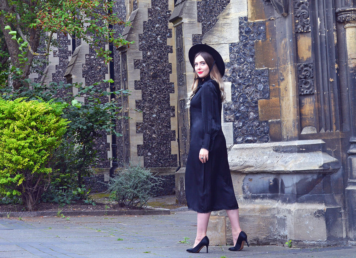 Fashion blogger all black outfit